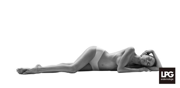 Lady2BW lying down_Margarita_LPG_2016_DSC4586.jpgのサムネイル画像